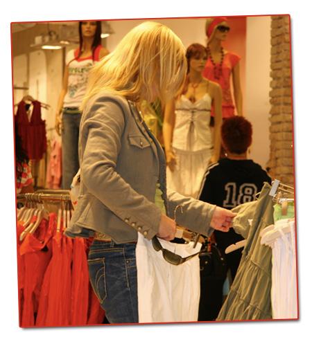 Mia shoppar i Barcelona