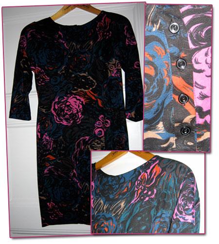 klänning med axelvaddar