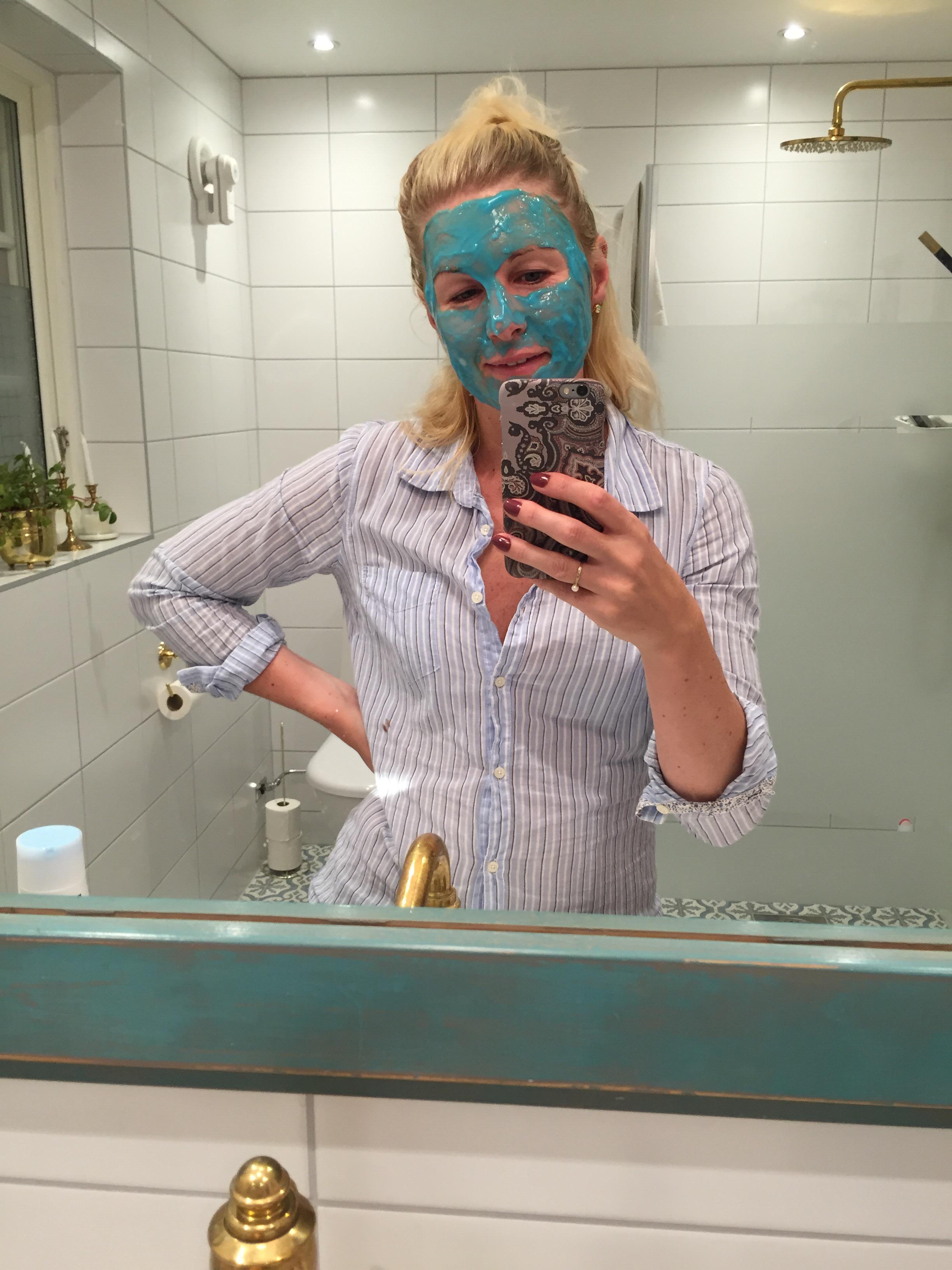 Lena sommarfötter med Salvequick Exfoliating socks MiaShopping